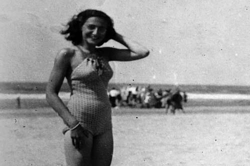 Anne Frank op strand van Zandvoort