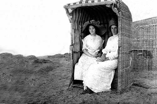 Ouderwetse Rieten Strandstoel.Oude Foto S Van Het Strand Van Zandvoort